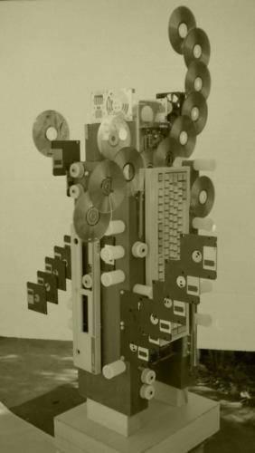 escultura-reciclaje-informática
