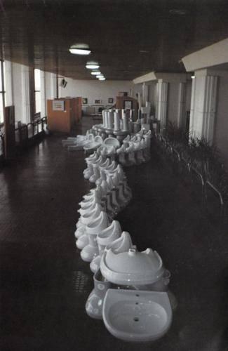 escultura-abstracta-sanitarios