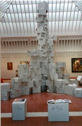 escultura-abstracta-con-cartón